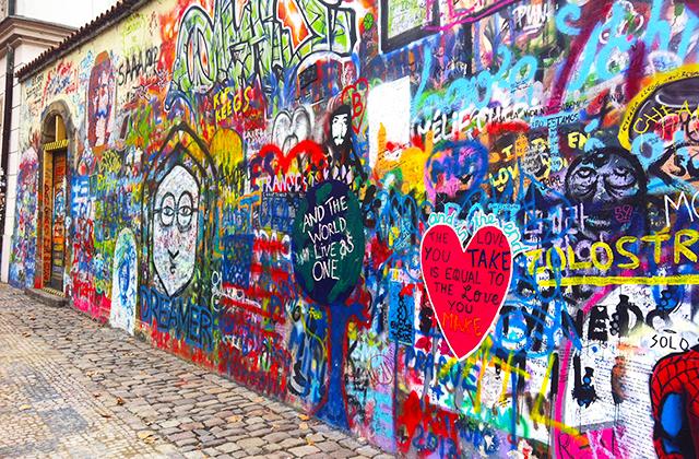 Lennon fal Prága
